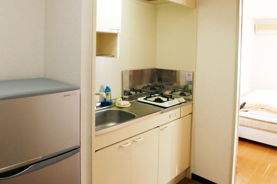 使いやすくコンパクトにまとめられたキッチン。便利なガスコンロを搭載