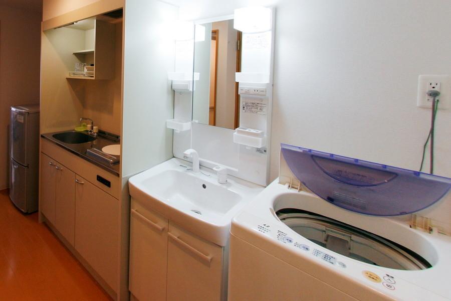 洗面台は嬉しいシャンプードレッサータイプ