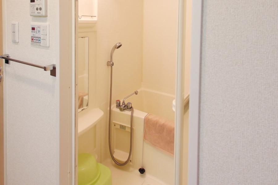清潔感のあるバスルーム。リラックスできる空間です。