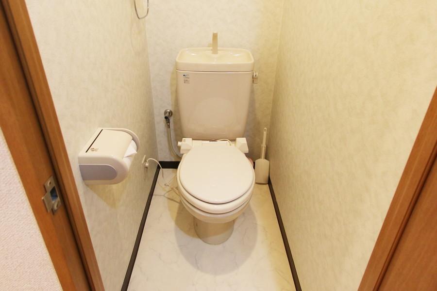 オフホワイトカラーで清潔感のあるお手洗い