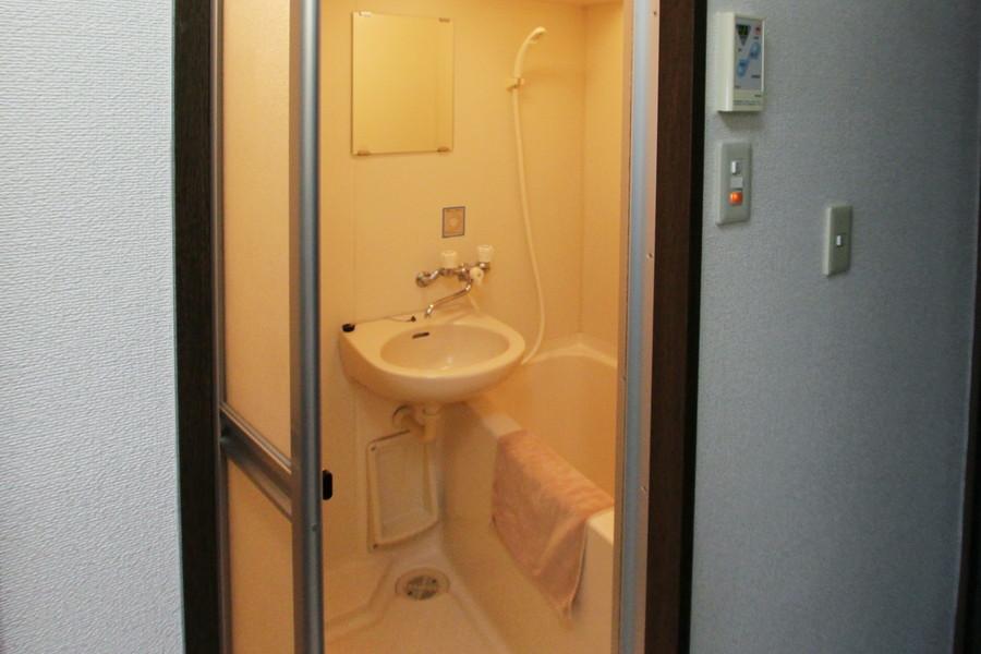 くつろぎのバスルーム。バスマットもご用意しております