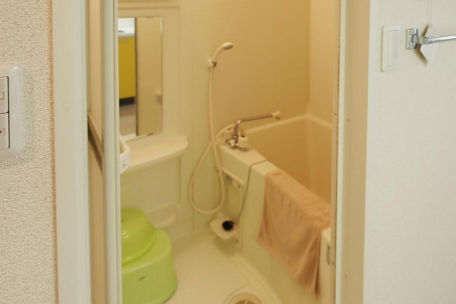 清潔感のあるバスルームには浴室乾燥機能を搭載