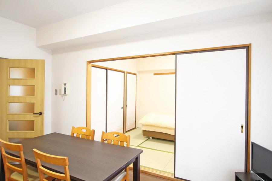 木目調の落ち着きあるデザイン。くつろげる和室が隣接しています