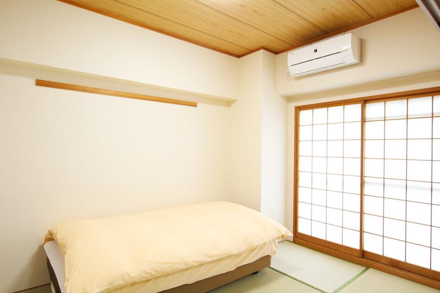 ダイニング隣のベッドルームは畳敷きの和室