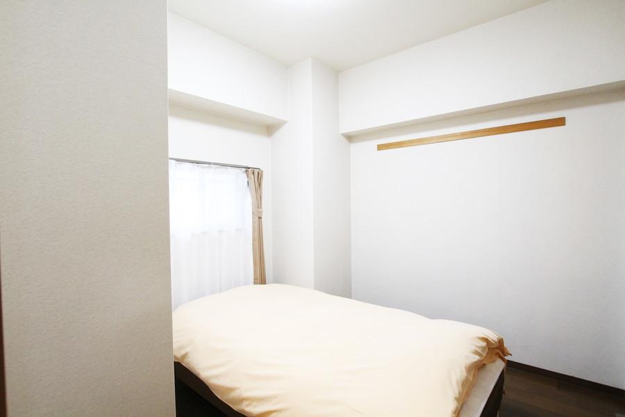 玄関すぐのベッドルームは洋室仕様