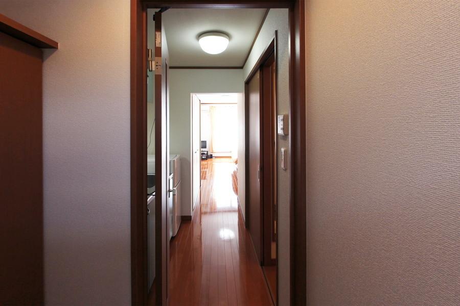 お部屋と廊下は同じフローリングで統一され、一体感があります