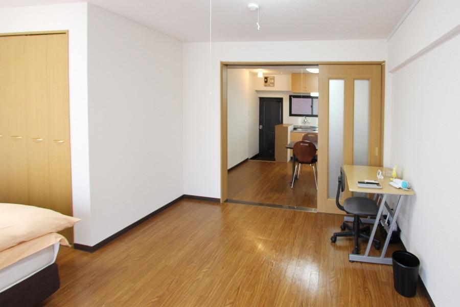 ダイニングとお部屋の間はスライドドア。来客時の目隠しにも