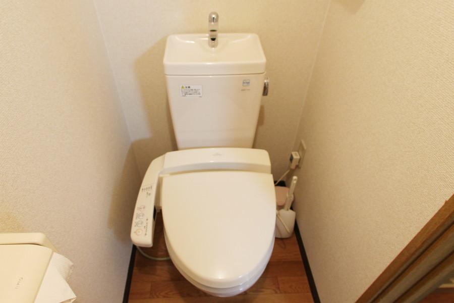 お手洗いはシャワートイレタイプ