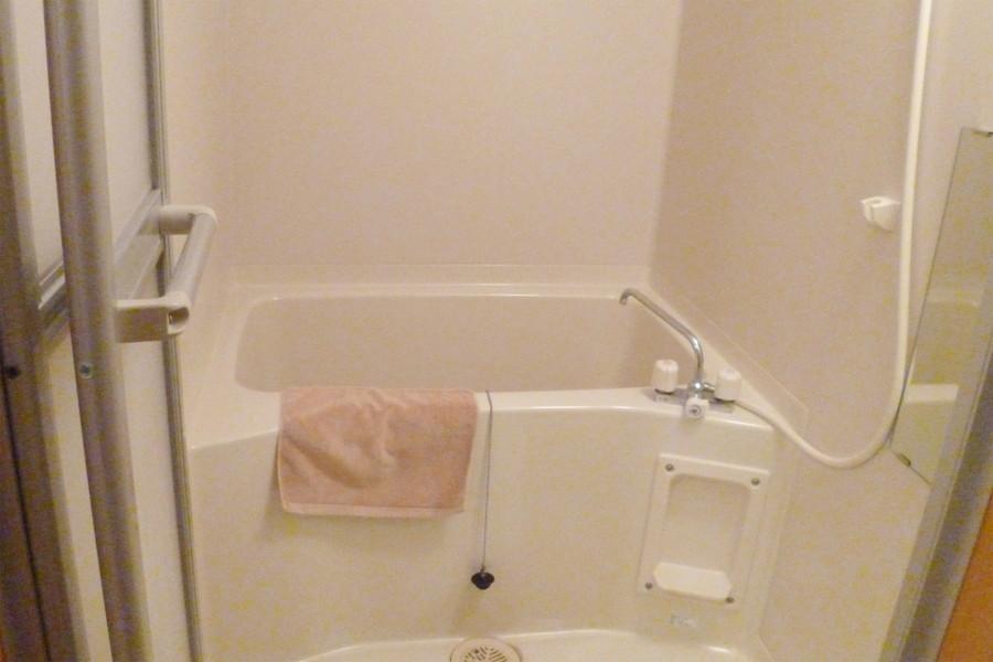 清潔感溢れるバスルームで一日の疲れを癒やして下さい