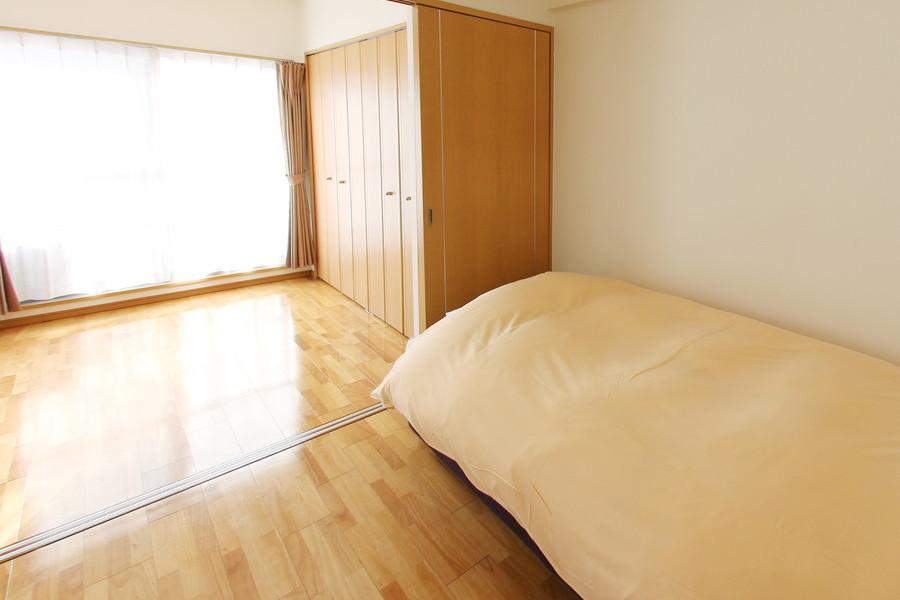 リビング隣の部屋は扉を開けるとより広くお使いいただけます