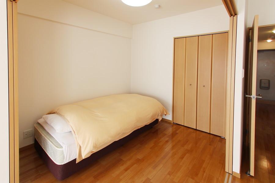 扉を閉めればプライベートな空間に。落ち着いておやすみいただけます