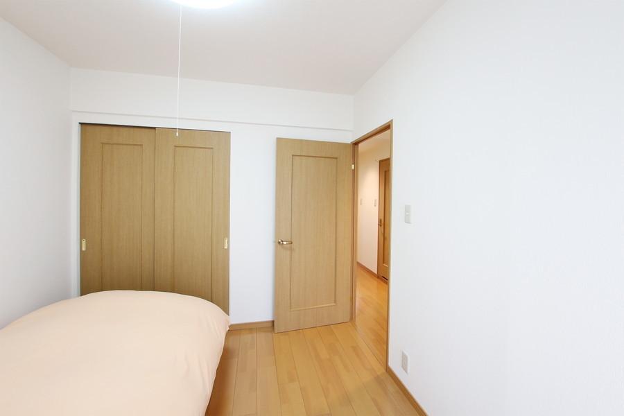 左右どちらのお部屋にも収納スペースが設置されています
