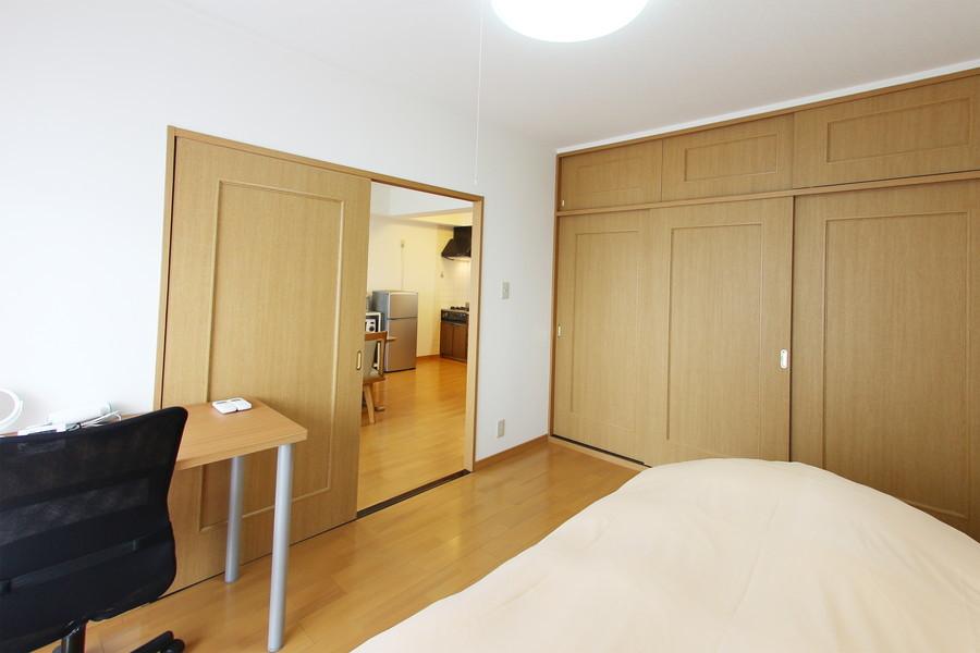壁一面の大容量収納スペース。増えてしまいがちなお荷物もしっかり収納できます