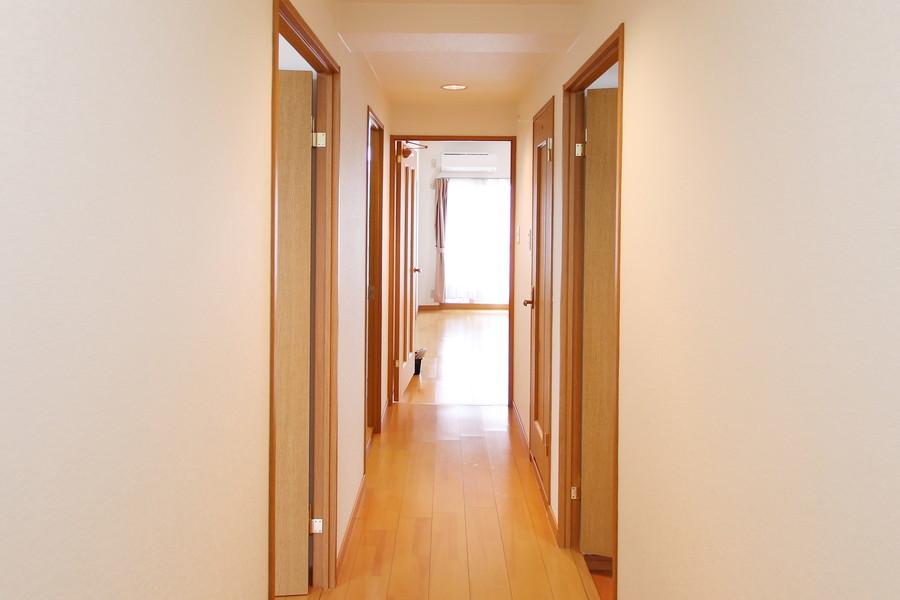 玄関から各部屋までは段差が少なく足元も安心です