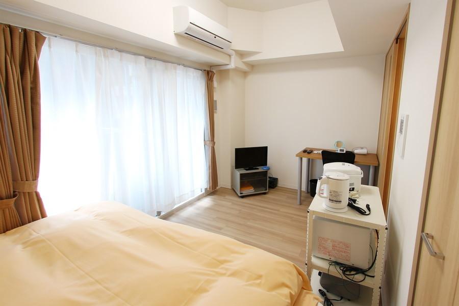 シンプルで過ごしやすいお部屋。窓も大きく採光もばっちりです