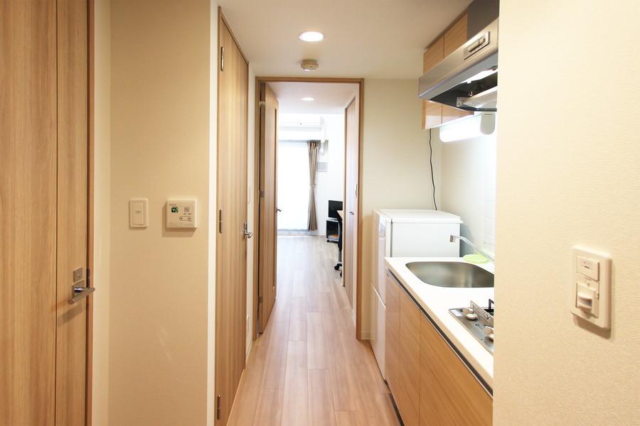 お部屋から玄関までは段差がなくフラットなつくり。深夜のご帰宅でも安心です