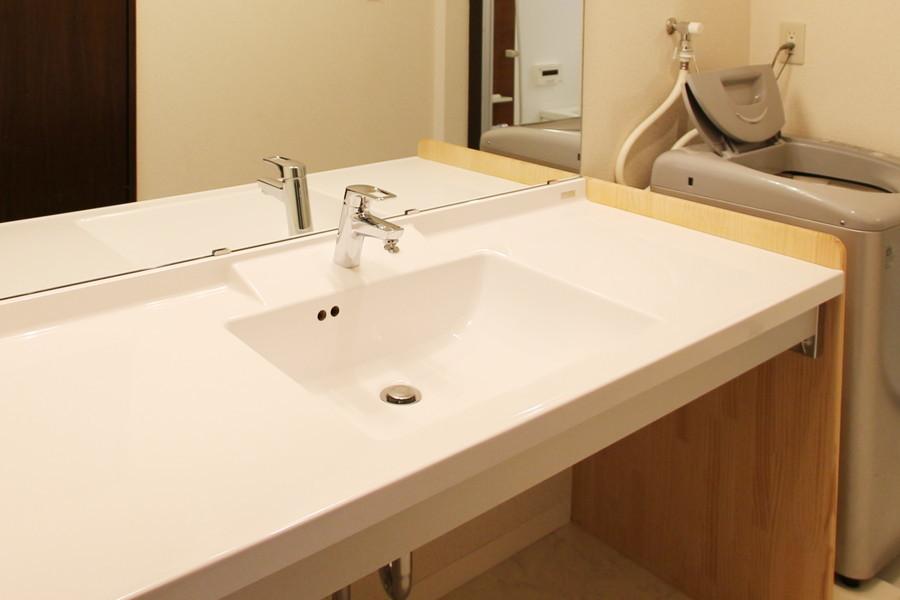 高級ホテルを思わせるラグジュアリー感あふれる洗面台