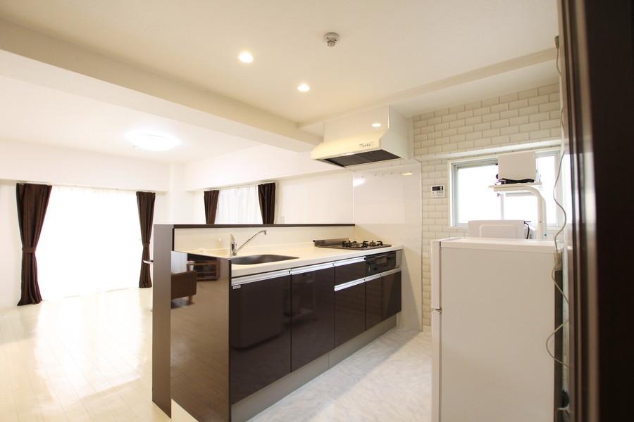 大容量の収納を兼ね備えたオープンキッチン
