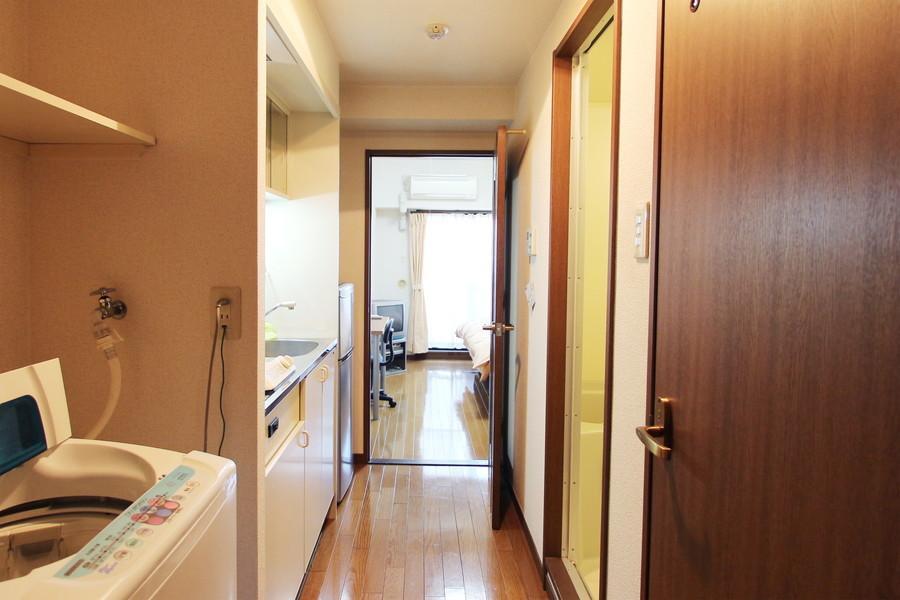 お部屋と廊下の間には扉が設けられています。来客時などにご利用いただけます