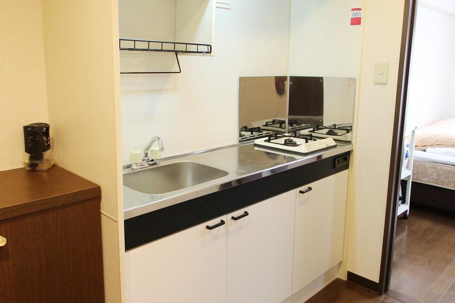 1Kタイプでは珍しい広めのキッチン。使い勝手の良いガスコンロです