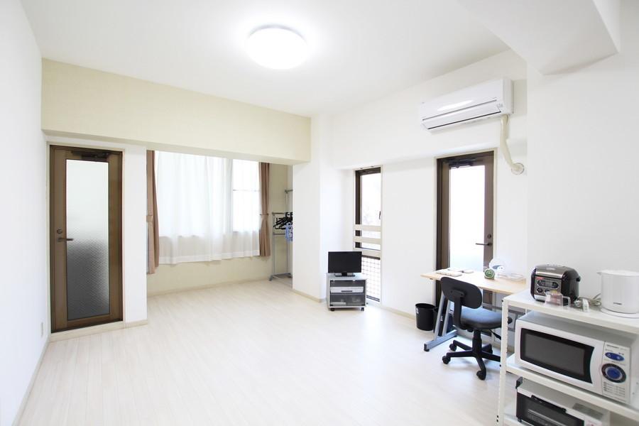 白を基調とした穏やかな雰囲気のダイニングルーム