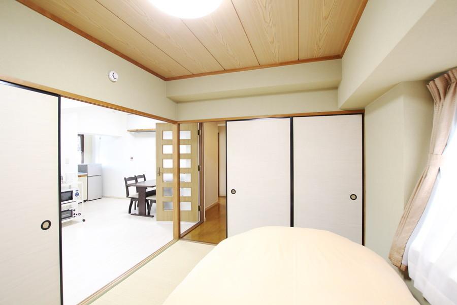 リビングとの仕切りを開けてひと続きのお部屋として使うことも可能です