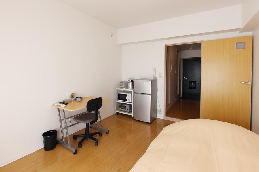 ライトブラウンのフローリングが美しいお部屋は、広くゆったりの8畳タイプ