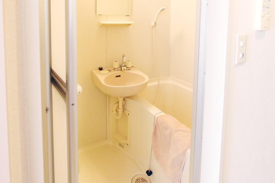 お風呂にはバスマット、洗面器などのバス用品を取り揃えています