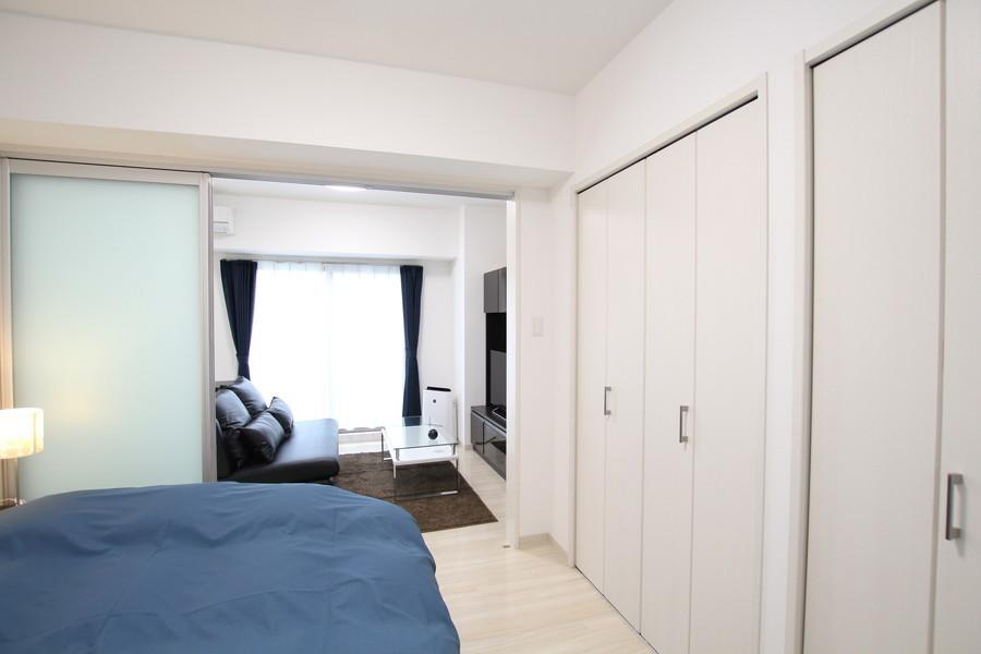 リビングに隣接した寝室。収納もたっぷりとご用意しています