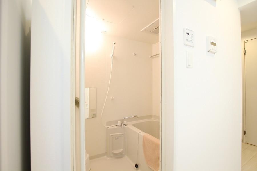 日々の疲れを癒やすバスルーム。嬉しい浴室乾燥機能つき