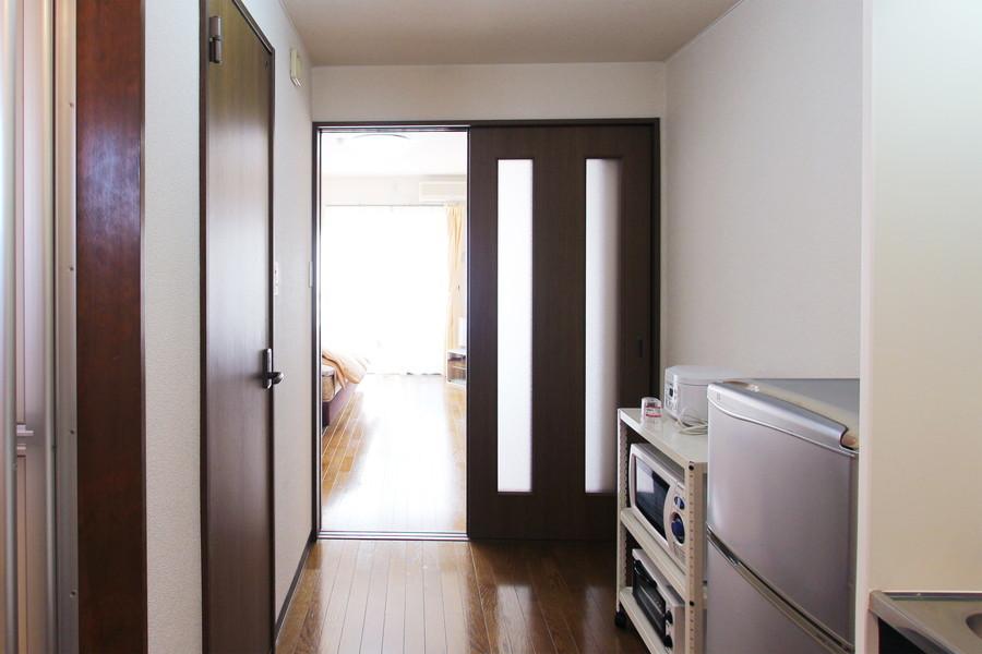 廊下もお部屋と同じ色合いに。シックで落ち着いた空間です