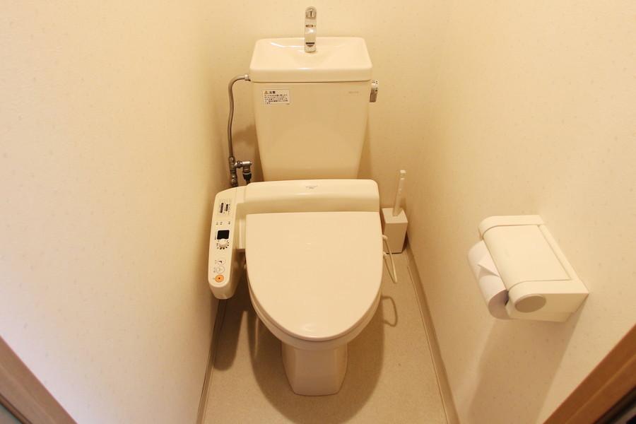 清潔感のあるトイレはウォシュレットを完備