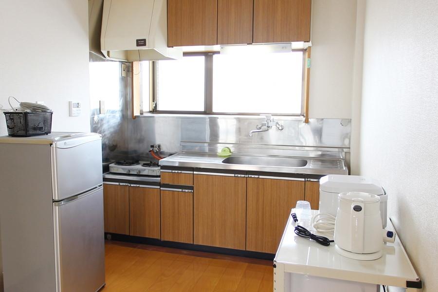 大きなシンクとたっぷりの収納スペースのキッチン。収納もたっぷりです