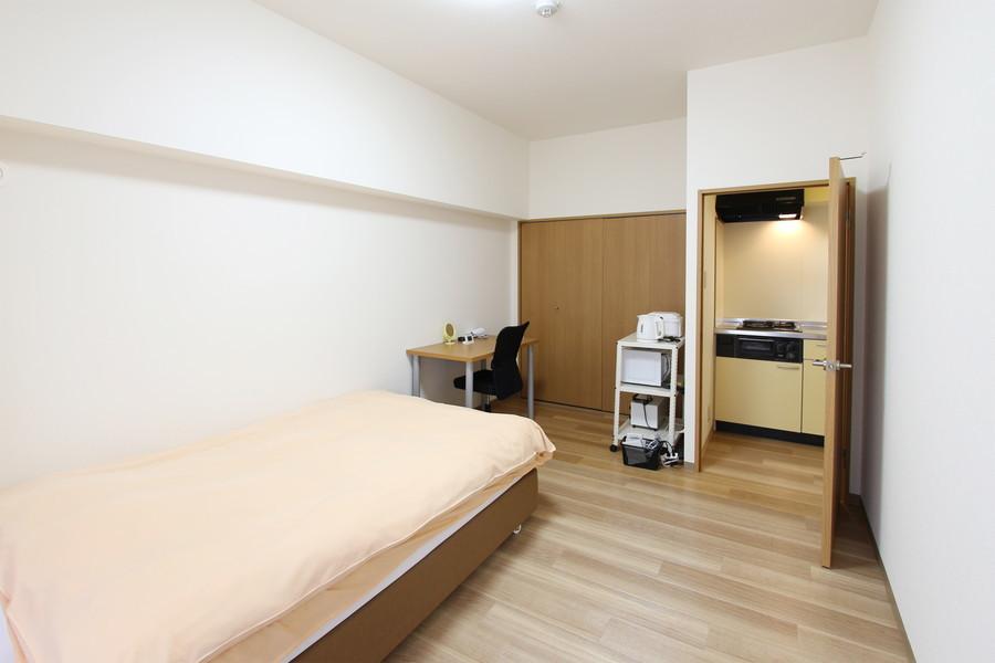 ベッドを置いてもたっぷりの広さ。大きめのクローゼットで収納面も安心!