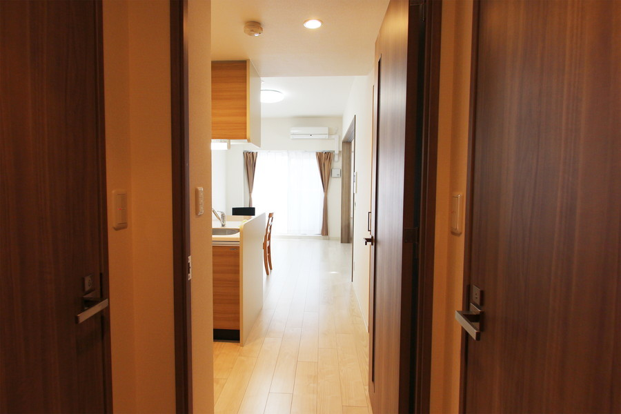 玄関からダイニング、寝室まではフルフラットで安心です