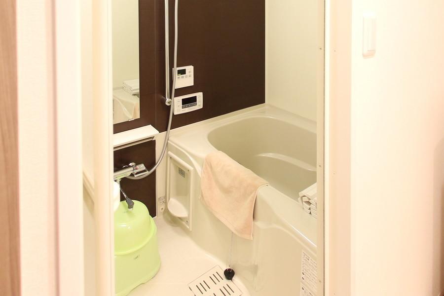 清潔感あるバスルームには追い焚き機能、浴室乾燥機能を完備