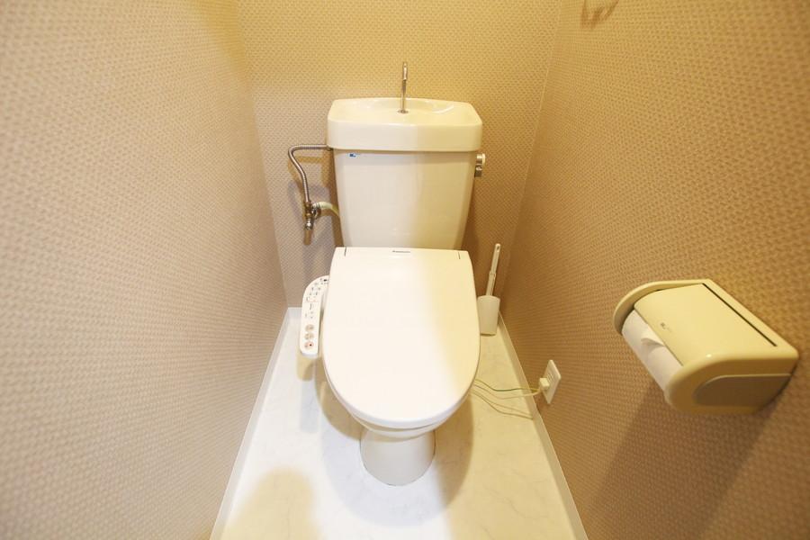 お手洗いは人気のシャワートイレを搭載しています