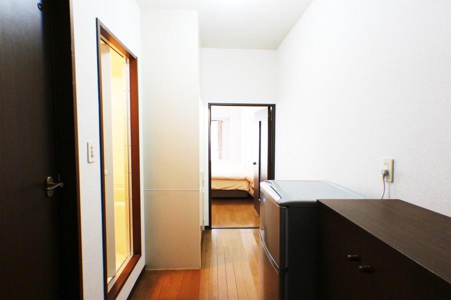 玄関周辺も室内と同じ色合いで統一されています