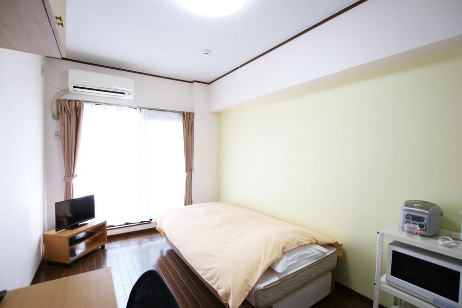 淡いライトグリーンの壁紙がさわやかなお部屋