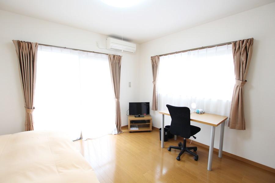 2面窓でたっぷりの光を取り込めるお部屋。気持ちよくお過ごしいただけます