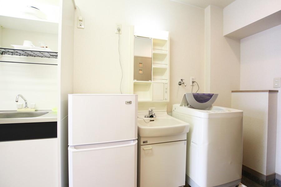 洗面台は玄関近くに設置。お出かけ前の身だしなみチェックにも
