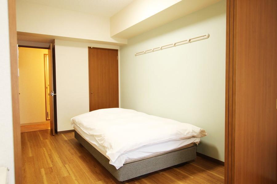 寝室へは廊下からもダイニングからもアクセス可能です