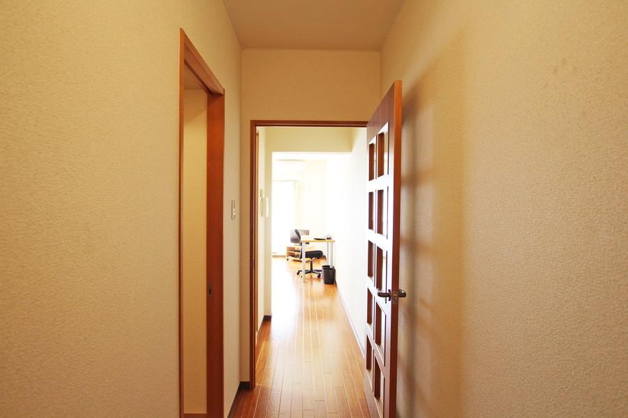 玄関からお部屋まではフラット。段差がないので足元も安心です