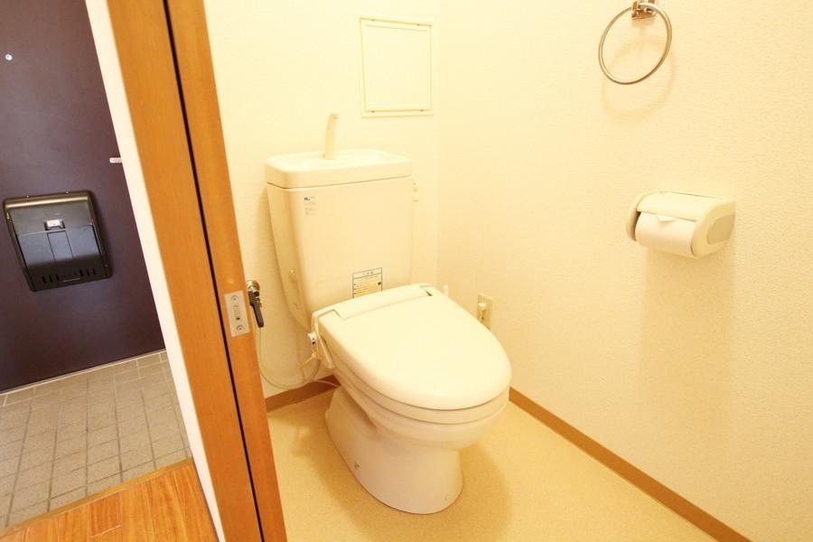 お手洗いは衛生面でも安心のセパレートタイプ