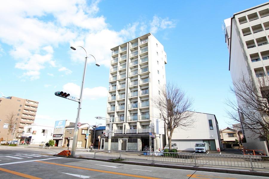 スタイリッシュな外観の建物。名古屋環状線に面した好立地です