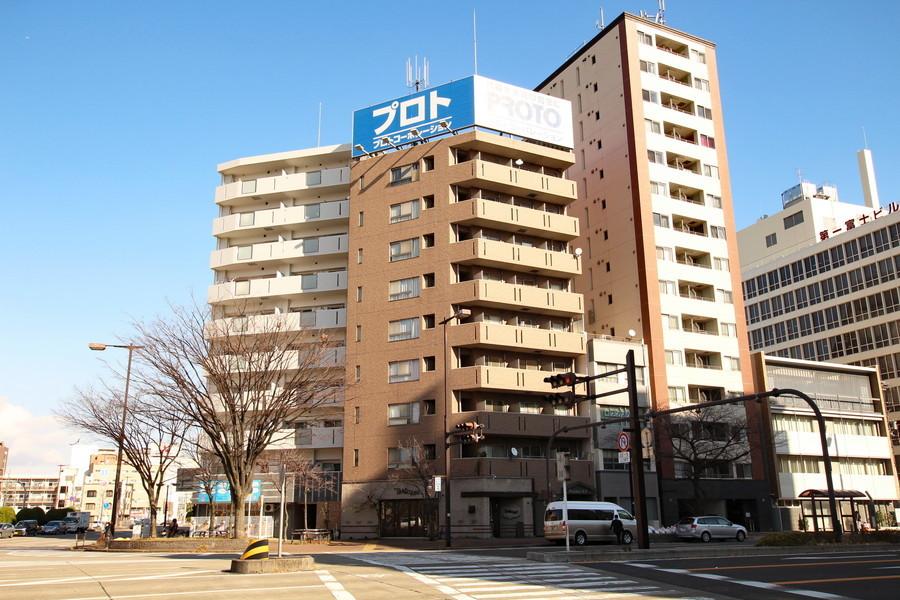 名古屋の大通りに面した建物。角に位置するため見つけやすいです