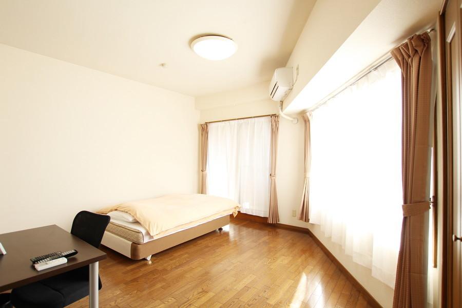 ベッドルームはゆとりの12畳以上。大きな窓で採光もバッチリ