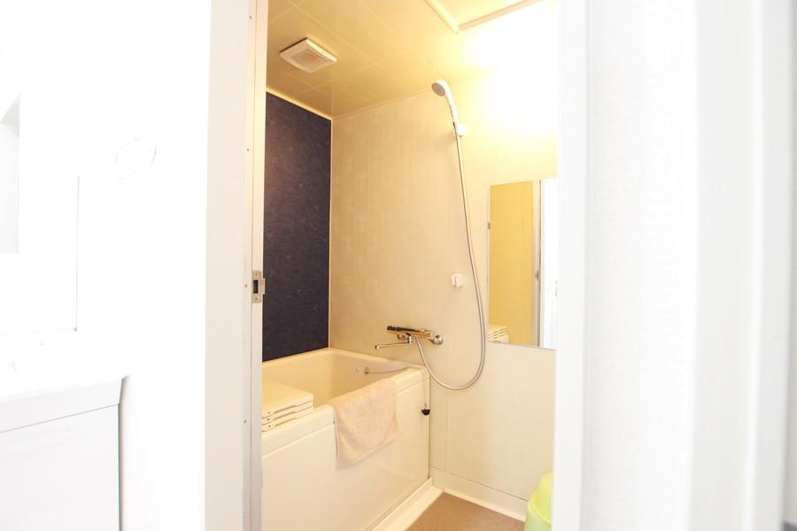お風呂はゆったりくつろいでいただける広々空間