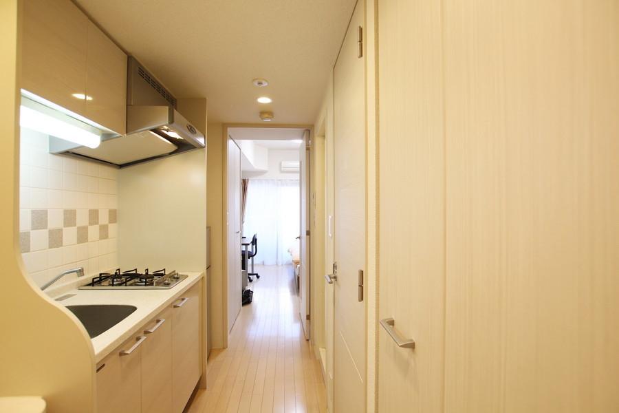 玄関を開けると室内と同じく淡い色合いが広がります