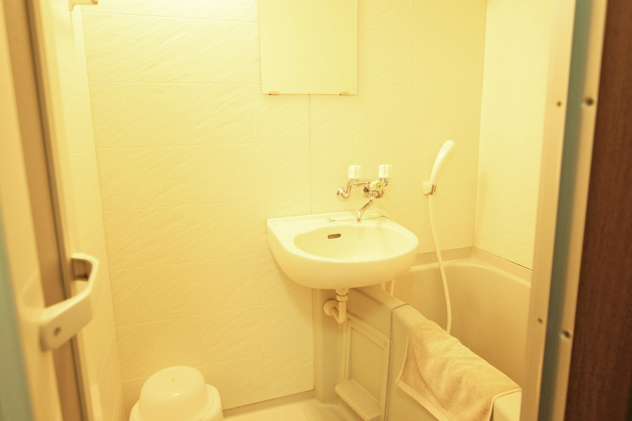 バスマットや洗面器などのお風呂用品も揃っています